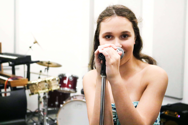 Isabella_Singing